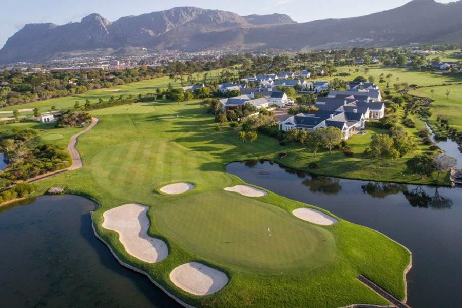 7th hole at Steenberg Golf Course